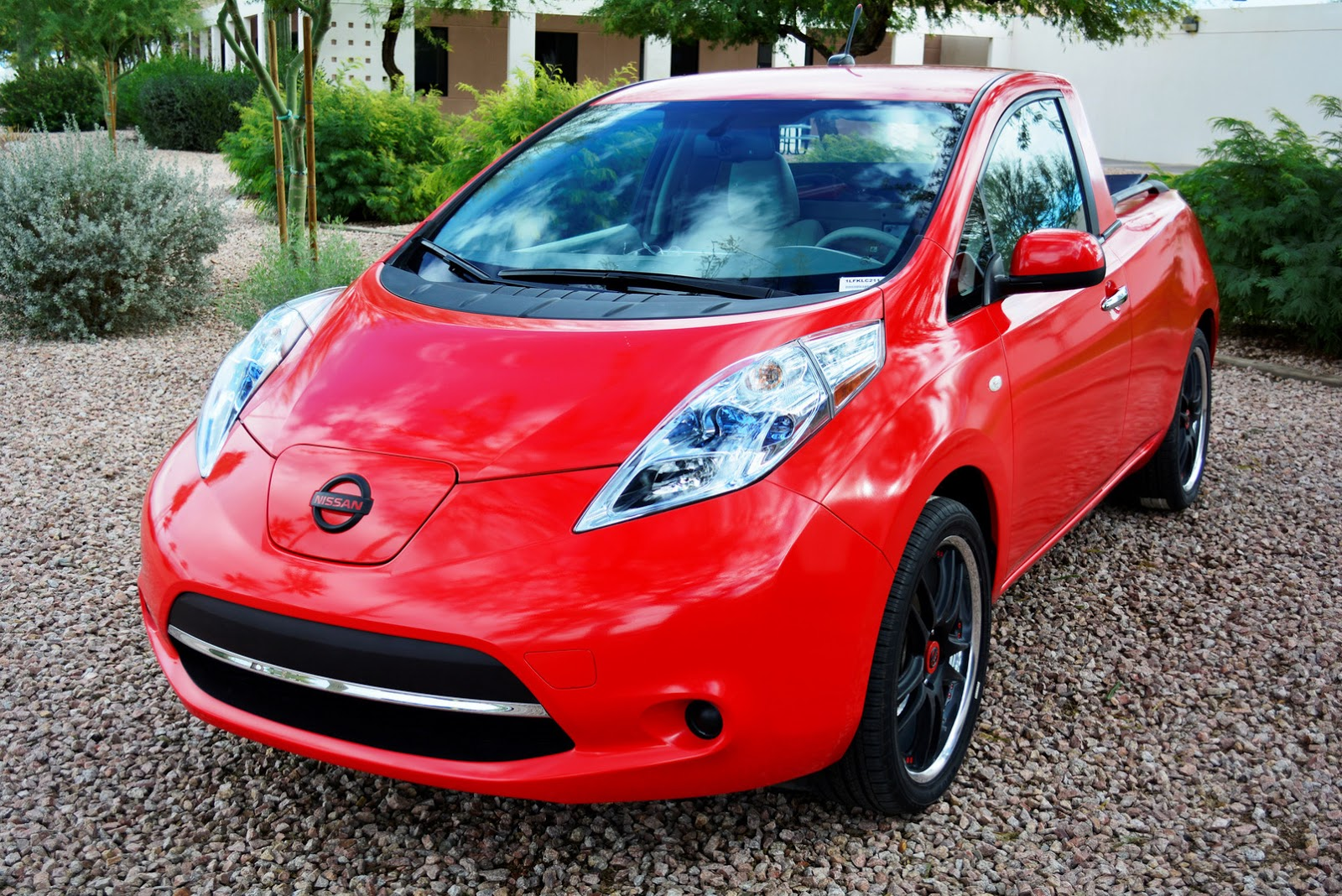 this is sparky the nissan leaf pickup you ll never drive. Black Bedroom Furniture Sets. Home Design Ideas
